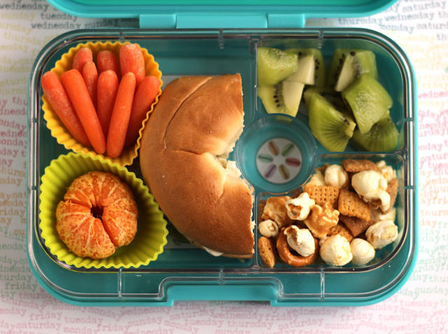 Bagel lunch in the Yumbox
